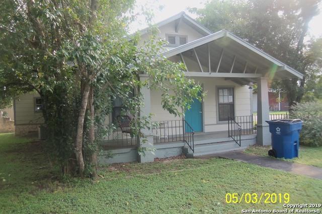 411 W Park Ave, Devine, TX 78016 (MLS #1382216) :: The Castillo Group