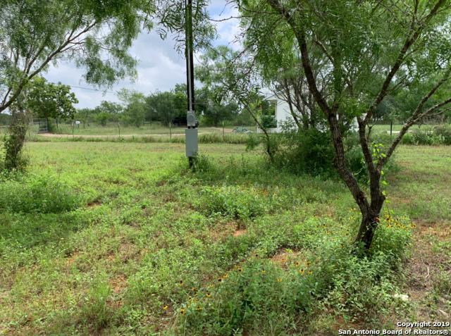 1221 County Road 6610, Devine, TX 78016 (MLS #1384578) :: Erin Caraway Group