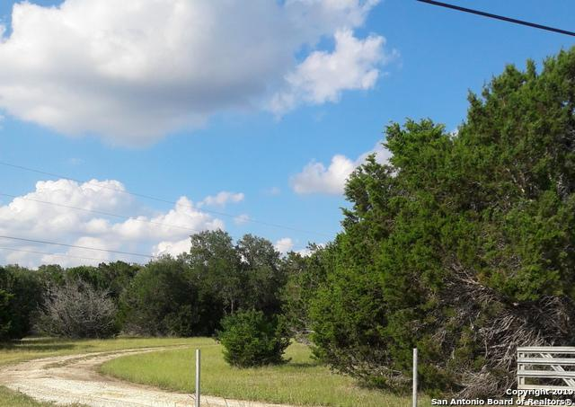 169 Oak Hollow, Pipe Creek, TX 78063 (MLS #1386120) :: Santos and Sandberg