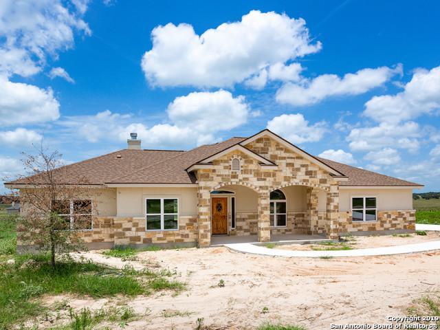 131 Las Palomas Dr, La Vernia, TX 78121 (#1386618) :: The Perry Henderson Group at Berkshire Hathaway Texas Realty