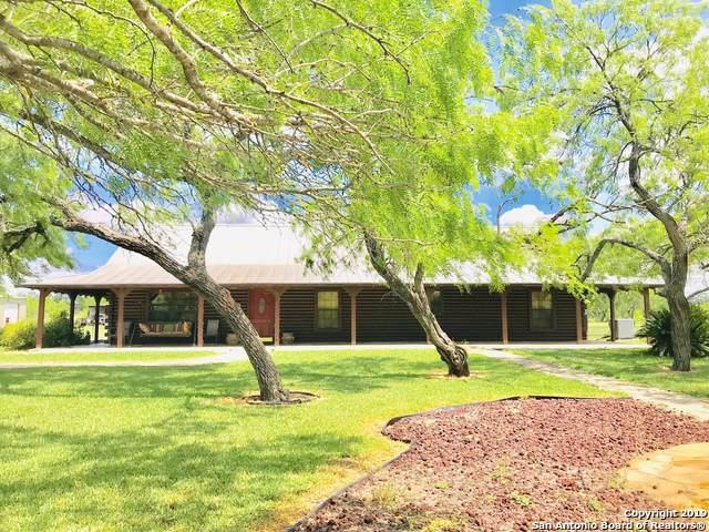 683 East Trail, Pleasanton, TX 78064 (MLS #1396003) :: BHGRE HomeCity