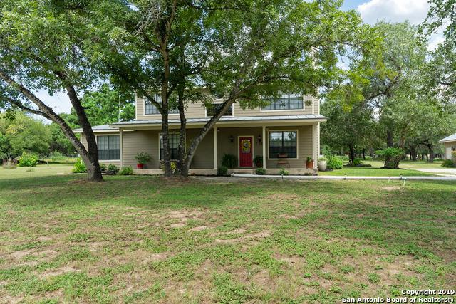 215 Cherry Ridge, Floresville, TX 78114 (#1396991) :: The Perry Henderson Group at Berkshire Hathaway Texas Realty