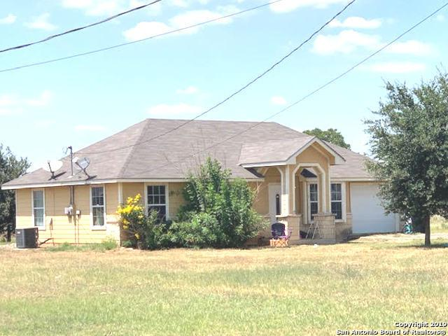 1307 Moore St, Pearsall, TX 78061 (MLS #1400591) :: BHGRE HomeCity