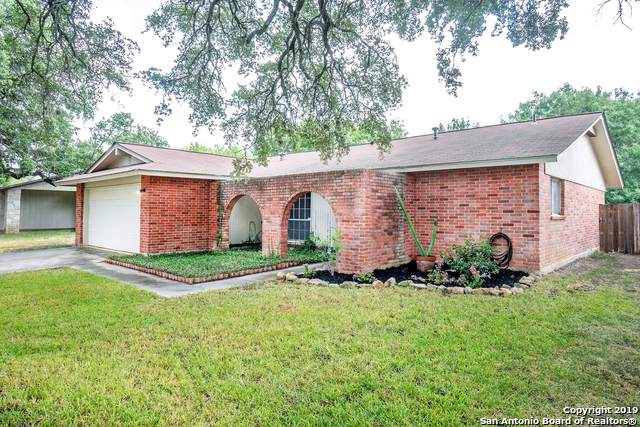 8662 Tanbark Dr, San Antonio, TX 78240 (MLS #1417757) :: Alexis Weigand Real Estate Group