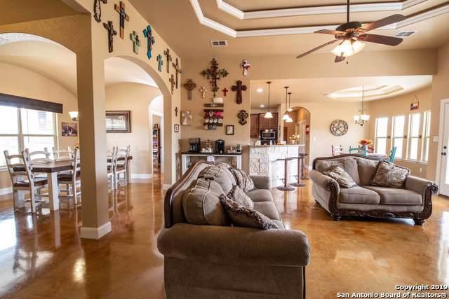 710 County Road 2743, Bigfoot, TX 78005 (MLS #1418826) :: Vivid Realty