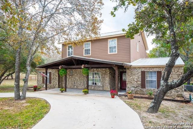 1105 Clover Ct, Adkins, TX 78101 (#1419928) :: The Perry Henderson Group at Berkshire Hathaway Texas Realty