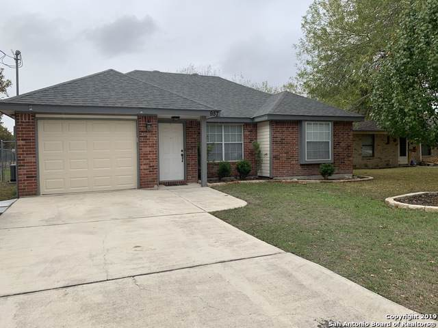 957 Lipan Dr, New Braunfels, TX 78130 (MLS #1422176) :: Alexis Weigand Real Estate Group