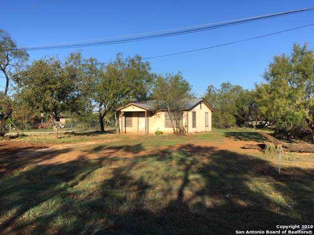 201 Broadway St, Jourdanton, TX 78026 (#1423028) :: The Perry Henderson Group at Berkshire Hathaway Texas Realty