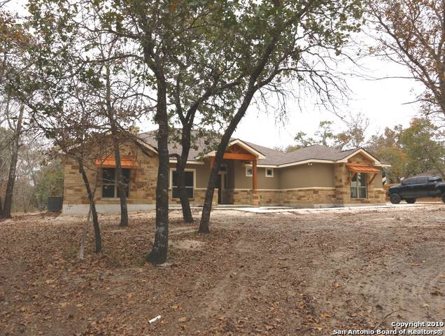 712 Falling Leaves Dr, Adkins, TX 78101 (#1423288) :: The Perry Henderson Group at Berkshire Hathaway Texas Realty