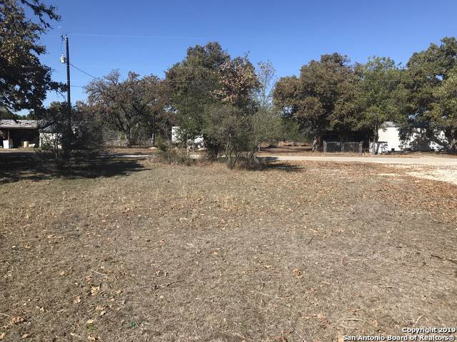 718 Oak Dr, Bandera, TX 78003 (MLS #1424711) :: Glover Homes & Land Group