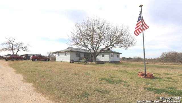 2199 County Road 307, Floresville, TX 78114 (#1432678) :: The Perry Henderson Group at Berkshire Hathaway Texas Realty