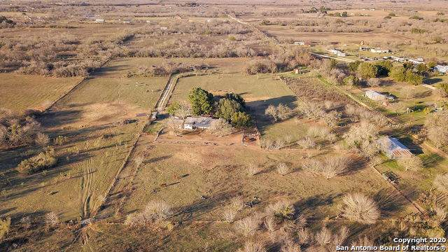 226 Cutting Horse Ln, Somerset, TX 78069 (#1435094) :: The Perry Henderson Group at Berkshire Hathaway Texas Realty