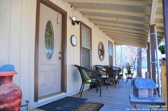 261 Oak Hollow Dr, La Vernia, TX 78121 (MLS #1437986) :: Maverick