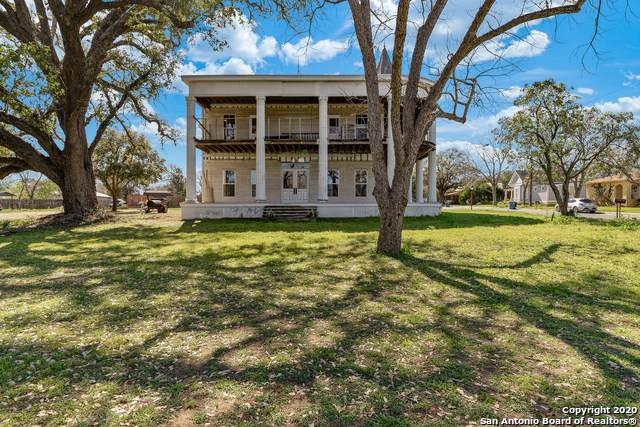 910 D St, Floresville, TX 78114 (MLS #1441971) :: The Heyl Group at Keller Williams