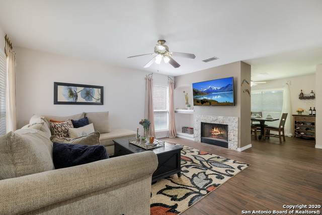 8423 Berry Knoll Dr, Universal City, TX 78148 (MLS #1448457) :: The Glover Homes & Land Group