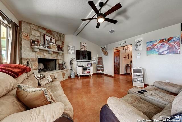 165 Lakeview Cir, La Vernia, TX 78121 (#1457617) :: The Perry Henderson Group at Berkshire Hathaway Texas Realty