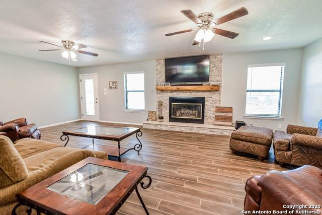 2574 County Road 7711, Devine, TX 78016 (MLS #1458650) :: The Glover Homes & Land Group