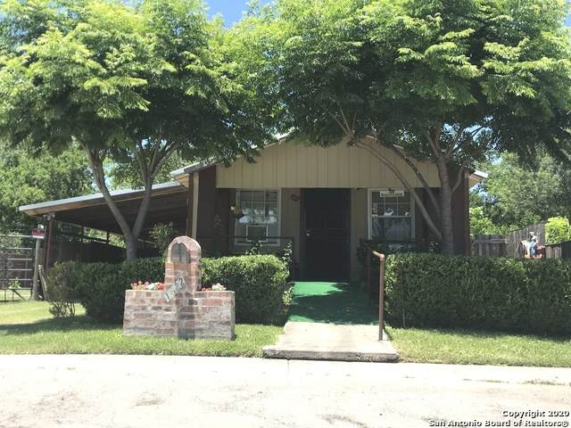 1622 N Camp St, Seguin, TX 78155 (MLS #1462855) :: Alexis Weigand Real Estate Group