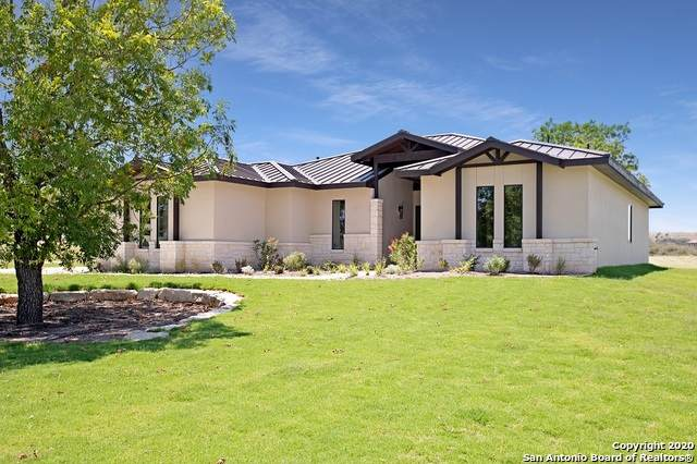 1040 Pinnacle View Dr E, Kerrville, TX 78028 (#1466005) :: The Perry Henderson Group at Berkshire Hathaway Texas Realty