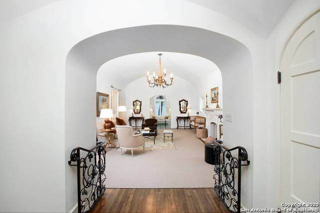 150 Thelma Dr, Olmos Park, TX 78212 (MLS #1473314) :: Carter Fine Homes - Keller Williams Heritage