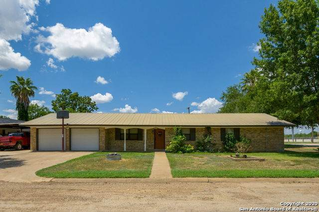 307 Cedalia Ave, Jourdanton, TX 78026 (#1474641) :: The Perry Henderson Group at Berkshire Hathaway Texas Realty