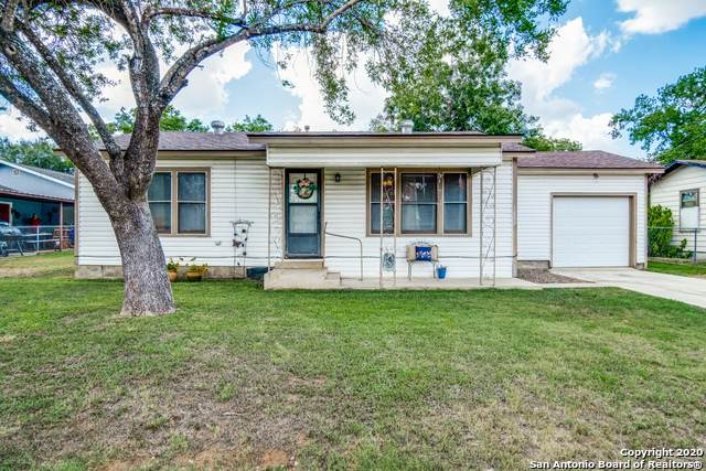 1807 C St, Floresville, TX 78114 (MLS #1474747) :: Alexis Weigand Real Estate Group