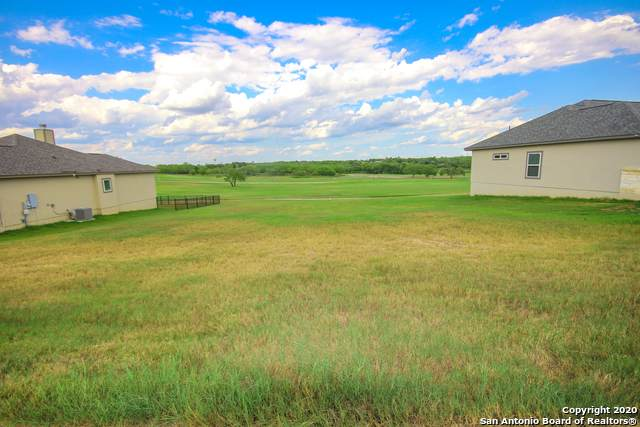 116 Grand View, Floresville, TX 78114 (MLS #1477582) :: BHGRE HomeCity San Antonio