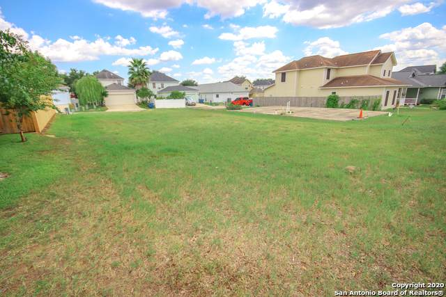 129 Lark Hill Rd, Floresville, TX 78114 (MLS #1477583) :: The Real Estate Jesus Team