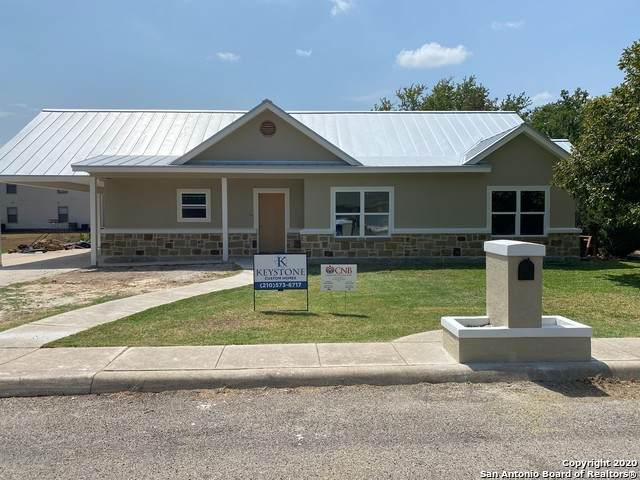 144 Village Path, Castroville, TX 78009 (#1480929) :: The Perry Henderson Group at Berkshire Hathaway Texas Realty