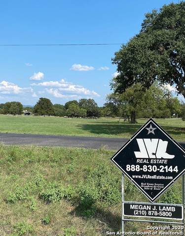 33 Wood Vw, Bandera, TX 78003 (MLS #1484071) :: The Real Estate Jesus Team