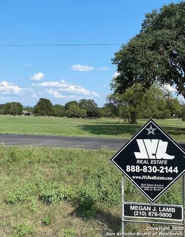33 Wood Vw, Bandera, TX 78003 (MLS #1484071) :: Carolina Garcia Real Estate Group
