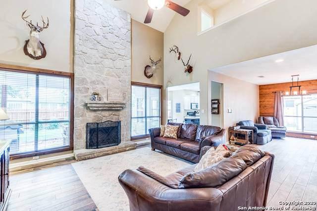124 Oak Knoll Cir, Boerne, TX 78006 (MLS #1484303) :: The Gradiz Group