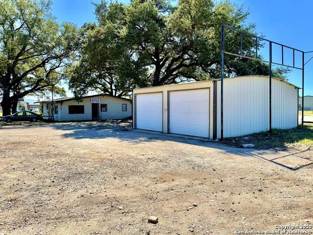 6591 Us-181 S, Floresville, TX 78114 (MLS #1494379) :: Concierge Realty of SA
