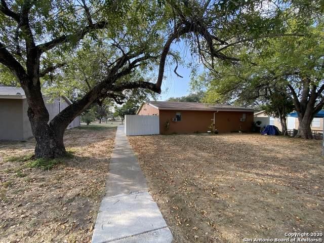 815 High Meadow Dr, Pleasanton, TX 78064 (MLS #1498215) :: Tom White Group