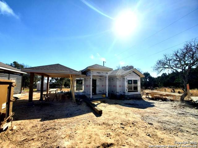 1326 Green Meadow Ln, Spring Branch, TX 78070 (MLS #1504475) :: Vivid Realty