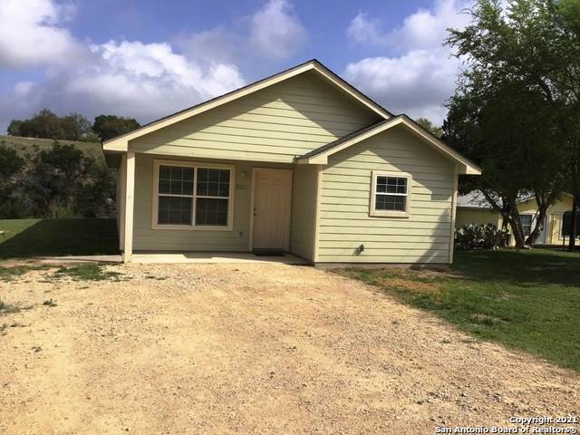 939 Madrona Rd, Pipe Creek, TX 78063 (MLS #1504861) :: Real Estate by Design