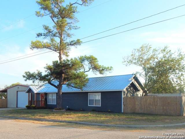 314 N Washington Dr, Devine, TX 78016 (MLS #1505760) :: Vivid Realty
