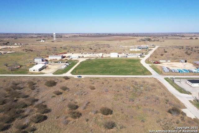 112 Rancho Grande, Floresville, TX 78114 (MLS #1510069) :: The Castillo Group