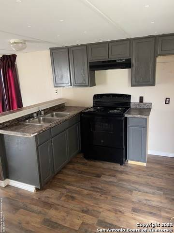 1102 Simmons Ave, Jourdanton, TX 78026 (MLS #1511619) :: REsource Realty