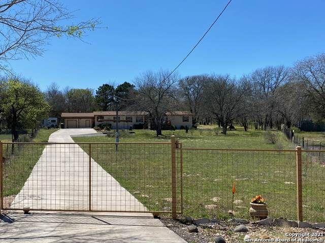 4132 Hickory Haven Dr, Elmendorf, TX 78112 (MLS #1516477) :: The Mullen Group | RE/MAX Access