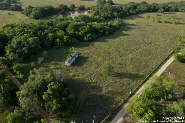 1666 County Road 106, Floresville, TX 78114 (#1517917) :: The Perry Henderson Group at Berkshire Hathaway Texas Realty