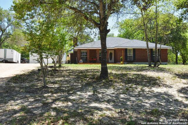 143 Scenic Oak Dr, Floresville, TX 78114 (#1519613) :: The Perry Henderson Group at Berkshire Hathaway Texas Realty