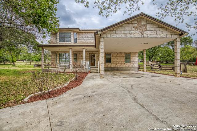 560 Flower Trail Loop, Floresville, TX 78114 (MLS #1520831) :: Carolina Garcia Real Estate Group