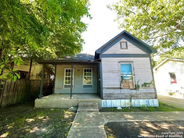 1042 Paso Hondo, San Antonio, TX 78202 (MLS #1521727) :: Carolina Garcia Real Estate Group