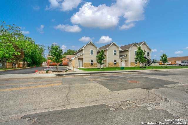 1070 E Cedar St, Seguin, TX 78155 (MLS #1523155) :: Neal & Neal Team