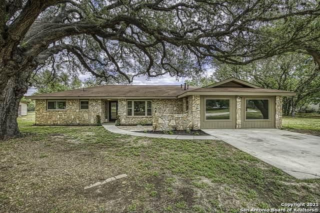 8178 Us Highway 181 N, Floresville, TX 78114 (MLS #1527129) :: The Castillo Group