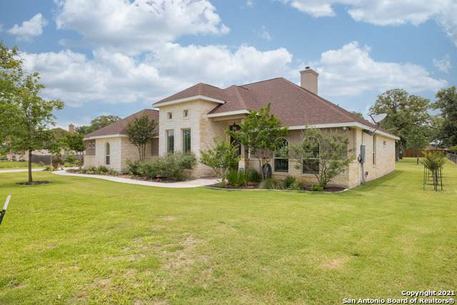 255 Abrego Lake Dr, Floresville, TX 78114 (MLS #1535592) :: The Castillo Group