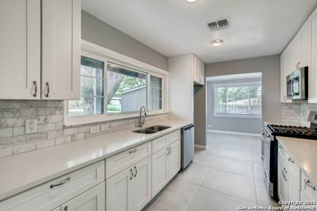 426 E Hathaway Dr, San Antonio, TX 78209 (MLS #1537760) :: Beth Ann Falcon Real Estate