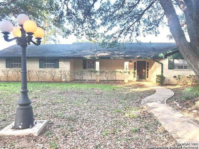 1016 Oakridge Dr, Pleasanton, TX 78064 (MLS #1538517) :: Tom White Group