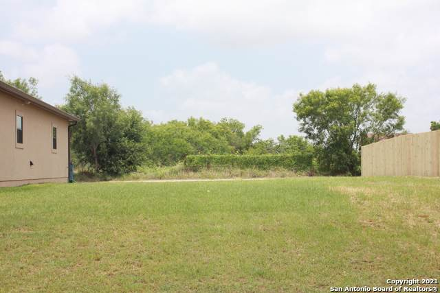 740 Crestview, Floresville, TX 78114 (MLS #1541017) :: The Rise Property Group